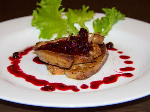Фуа-гра под соусом из черной смородины